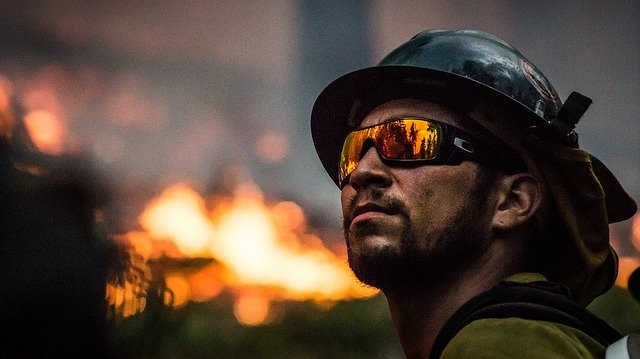 fire-fighter-2268732_640